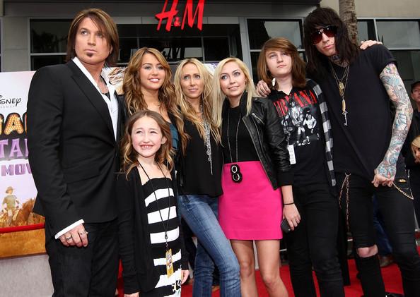 miley cyrus whole family♥ - Iam567 Photo (35297624) - Fanpop Whole Cyrus Family