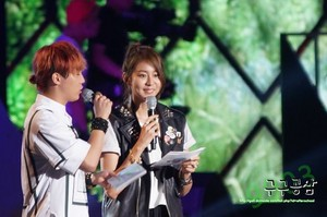 [13.08.14] MC UEE at DMZ Peace konsiyerto 2013.