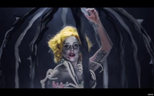 'Applause' Musica Video