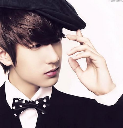 Boyfriend wallpaper containing an academic gown called ★ღ♦Minwoo♦ღ★