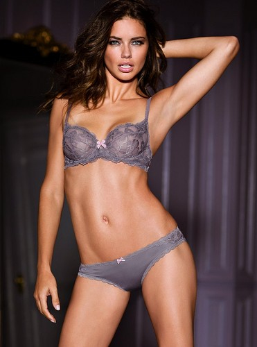 Adriana Lima wallpaper possibly containing a brassiere, a bikini, and a lingerie titled Adriana Lima