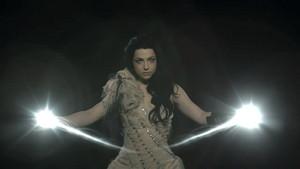 Evanescence - My hati, tengah-tengah Is Broken