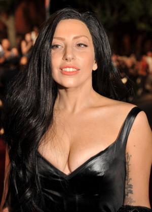 GaGa arraving at the 音乐电视 VMA (August 25)