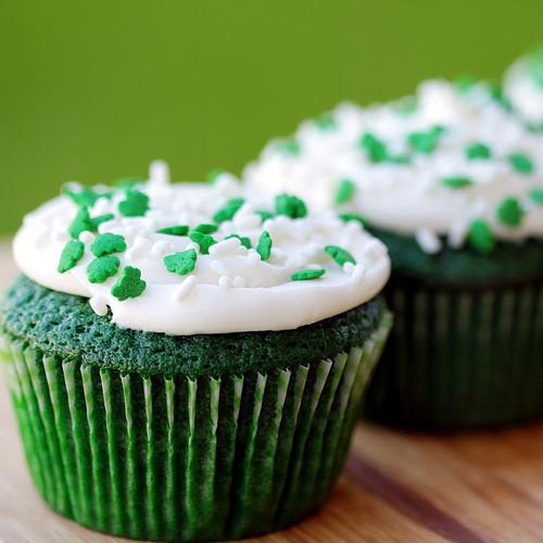 Green कप केक