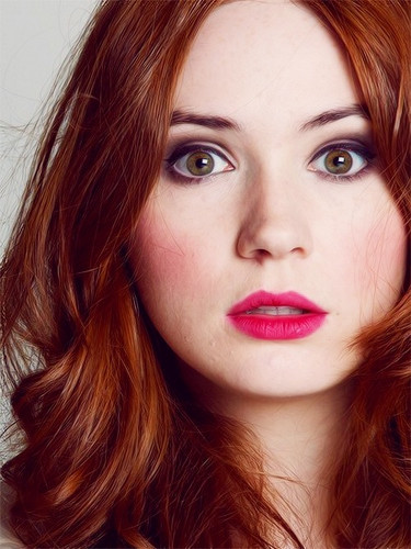 Amy Pond پیپر وال containing a portrait entitled Karen Gillan