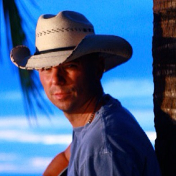 who is kenny chesney dating now 2015