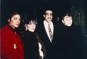 Michael and Những người bạn