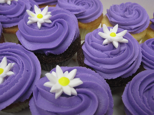 कपकेक वॉलपेपर with a cupcake, a bouquet, and a cream cheese titled Purple कपकेक ♥