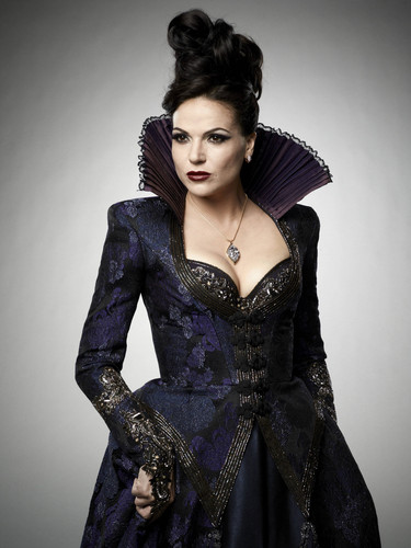 La Méchante Reine/Regina Mills fond d'écran possibly with a dîner dress and a cocktail dress titled Regina