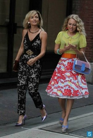 The Carrie Diaries season 2 - set foto of Lindsey Gort and AnnaSophia Robb