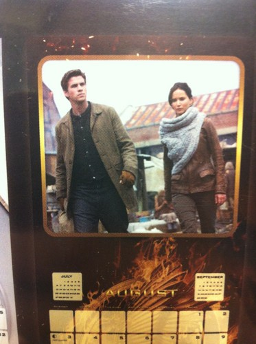 The Hunger Games: Catching 火, 消防 calendar