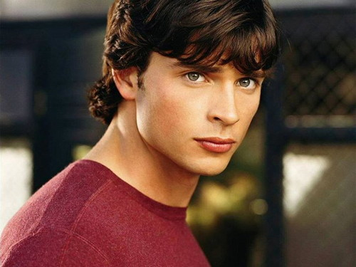 Tom Welling Hintergrund containing a chainlink fence entitled Tom