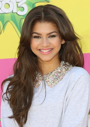赞达亚·科尔曼 壁纸 containing a portrait entitled Zendaya