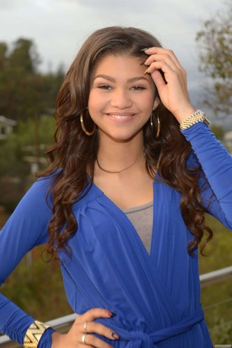 Zendaya Coleman wallpaper probably with a leisure wear, an outerwear, and a playsuit titled Zendaya