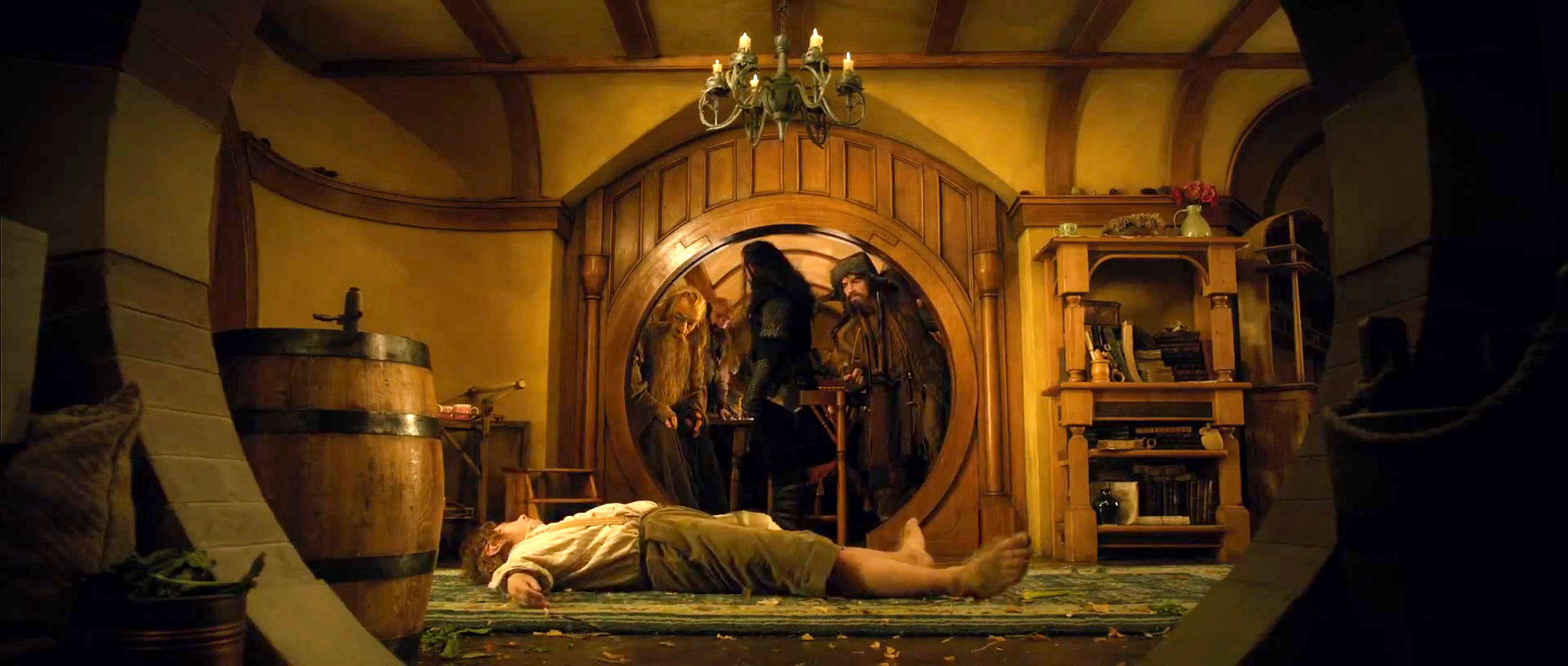 Bilbo faint the hobbit an unexpected journey photo for Lord of the rings bedroom ideas