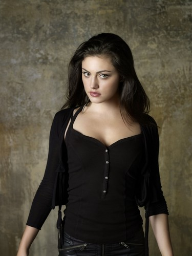 Phoebe Tonkin wallpaper probably with a well dressed person, a legging, and a playsuit titled phoebe