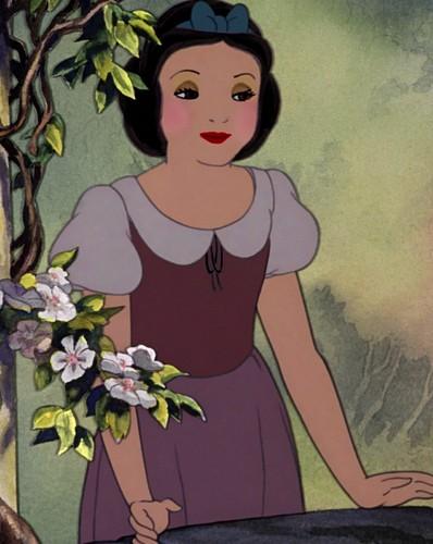 snow white's glory look