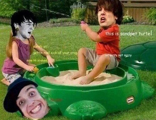 Bring Me The Horizon پیپر وال probably containing a hot tub entitled <33