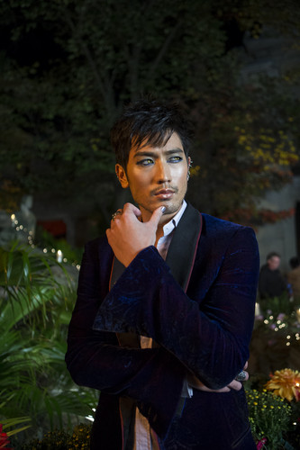 Alec & Magnus 壁紙 with a business suit and a well dressed person titled 'The Mortal Instruments: City of Bones' stills
