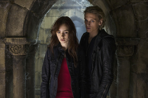 Jace & Clary پیپر وال containing a portcullis, a street, and a railroad tunnel entitled 'The Mortal Instruments: City of Bones' stills