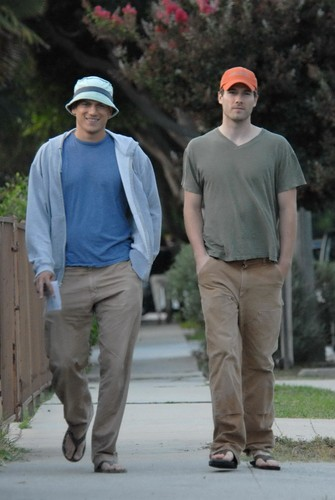 Wentworth Miller Hintergrund possibly with a business suit entitled 08/25/07: Luke and Wentworth Miller in Los Angeles