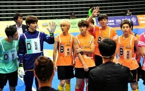 130903 Woohyun & Hoya – MBC Idol estrella Athletics Archery Championship Official fotos