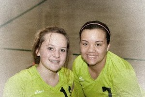 2 volleybal players