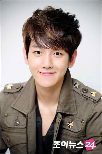 এক্সো দেওয়ালপত্র containing a green beret, পরিচ্ছদে, and সৈনিকের পোশাকবিশেষ titled Baekhyun!<3