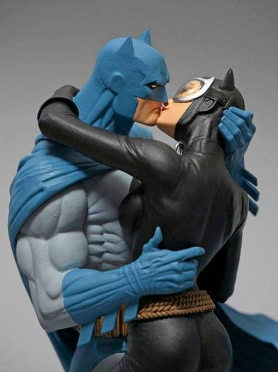Batman & Catwoman - Kiss Statue