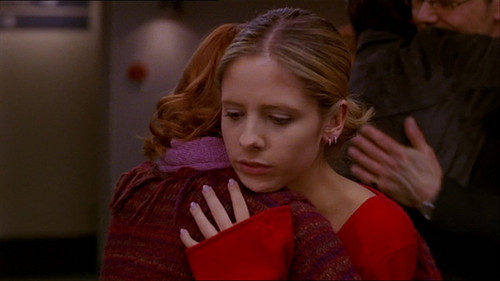 "Buffy – Im Bann der Dämonen Hintergrund probably containing a portrait entitled BtVS ""The Body"" Screencaps"