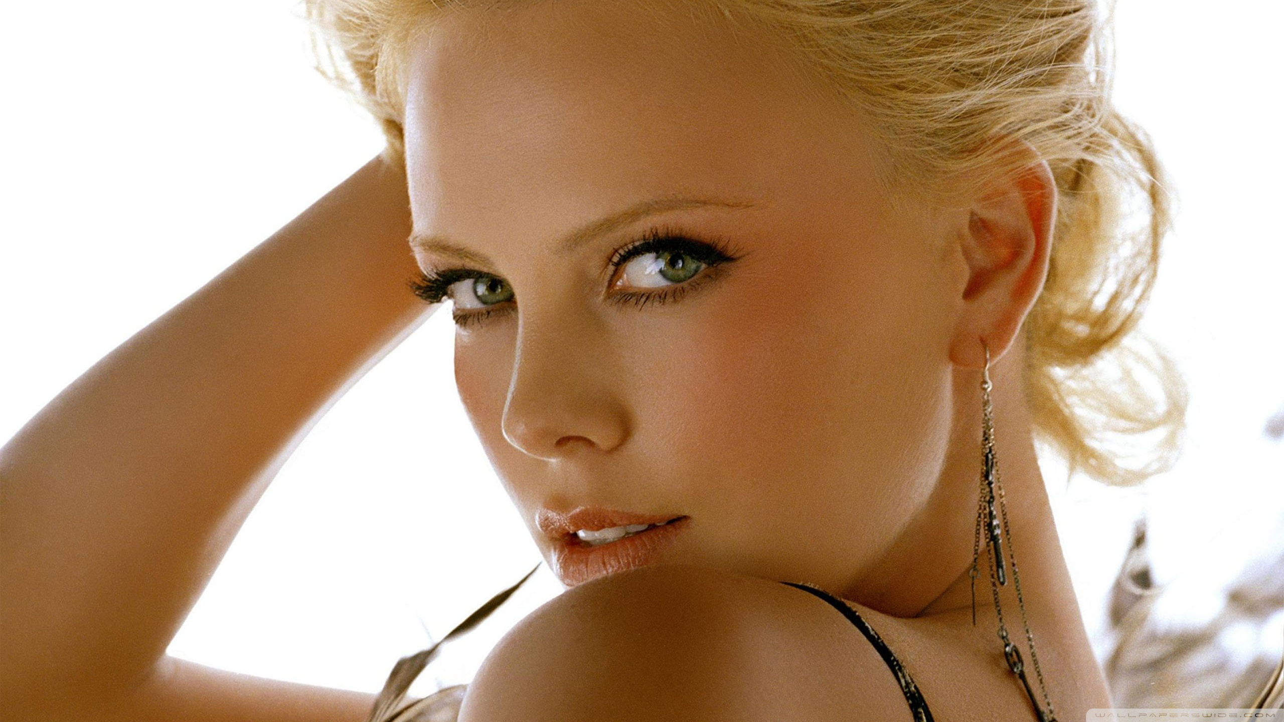 Charlize Theron 5 beautiful female celebrities 35408707 2560 1440 - 10 Sexiest Countries With The Hottest Bombshells!