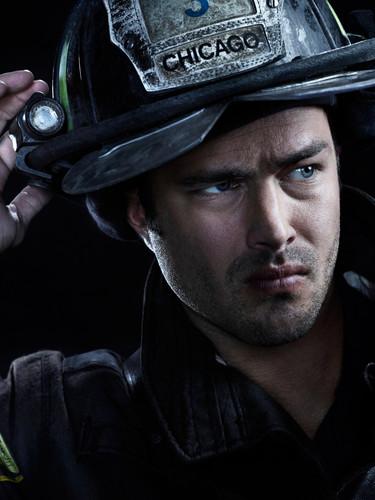 Chicago feuer (2012 TV Series) Hintergrund entitled Chicago feuer Season 2 Promotional Cast Fotos