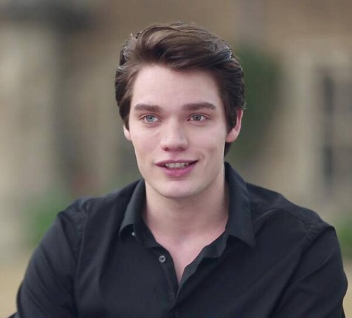 The Vampire Academy Blood Sisters fond d'écran probably with a portrait titled Dominic sherwood as Christian Ozera