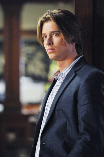 Drew furgone, furgone, van Acker wallpaper with a business suit, a suit, and a well dressed person titled Drew as Jason DiLaurentis