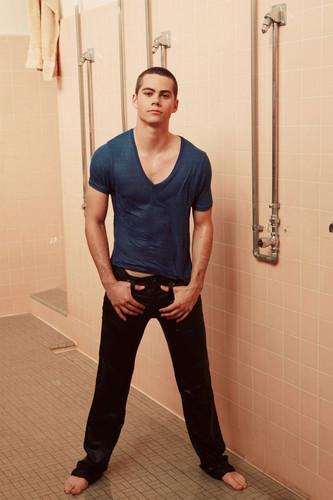 Dylan O'Brien wallpaper with a shower called Dylan O'Brien