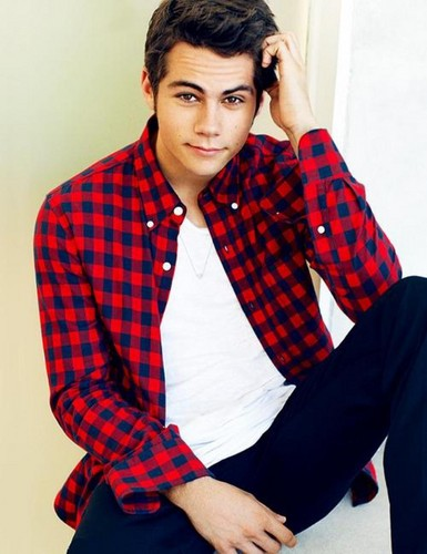 Dylan O'Brien karatasi la kupamba ukuta containing a well dressed person entitled Dylan O'Brien
