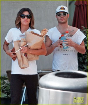 Ed Westwick & Jessica Szohr Grab Lunch at Jersey Mike's (1 sept)