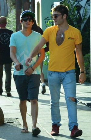Ed Westwick out with friend in Venice Beach, LA (27.08.13)