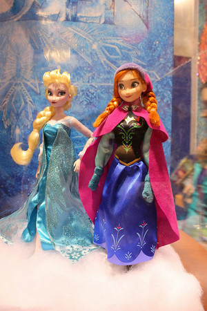 Elsa and Anna búp bê