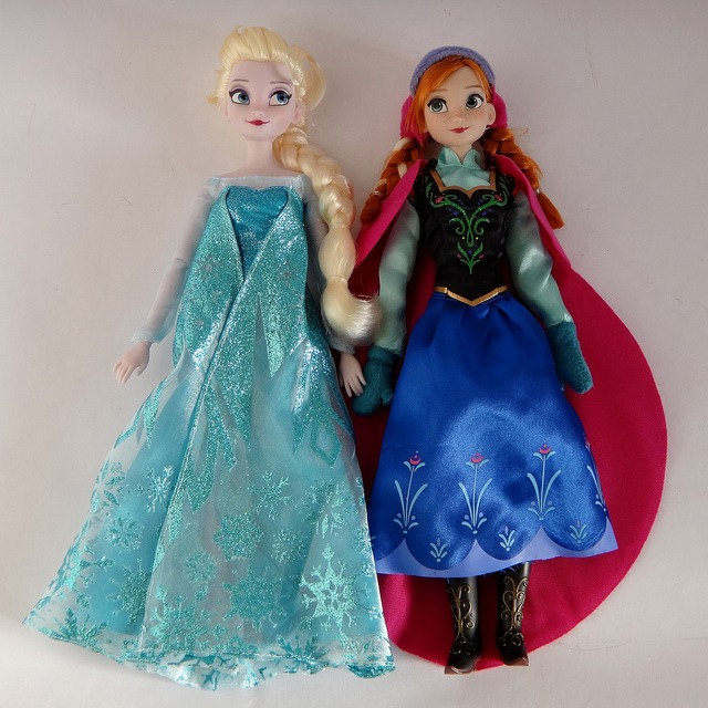 Elsa and Anna dolls close up