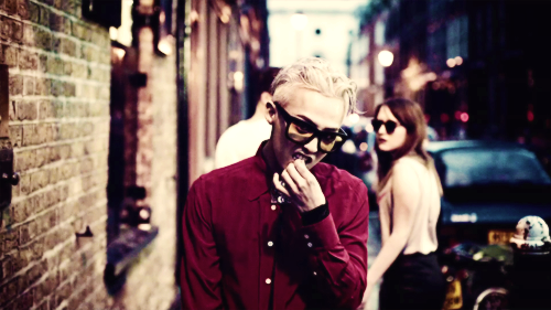 G-Dragon wallpaper with a street and a penal institution entitled G-DRAGON - CROOKED M/V
