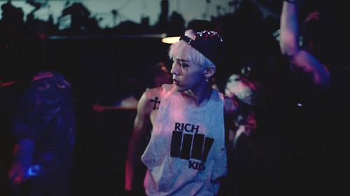 G-Dragon wallpaper containing a concert titled G-DRAGON - CROOKED M/V