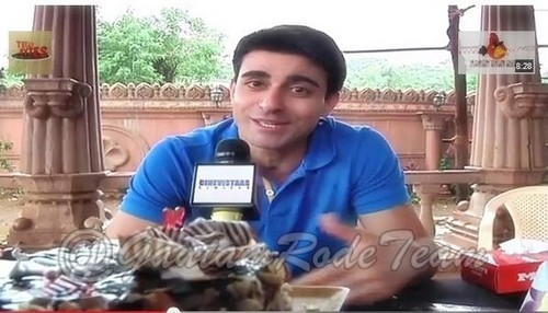 Saraswatichandra (TV series) karatasi la kupamba ukuta probably containing a holiday chajio, chakula cha jioni and a resort titled GR Bday picha