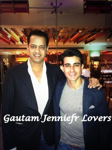 Saraswatichandra (TV series) karatasi la kupamba ukuta with a business suit and a well dressed person called Gautam Rode's Birthday picha
