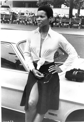 "James Bond fond d'écran with a business suit entitled Gloria Hendry (Rosie Carver) 1973 Bond Film, ""Live And Let Die"""