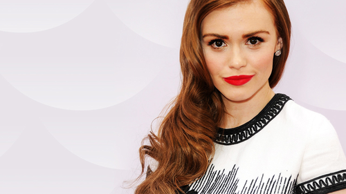 Holland Roden দেওয়ালপত্র with a portrait entitled Holland Roden