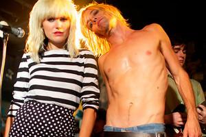 Iggy & Debbie (Malin Akerman & Taylor Hawkins)
