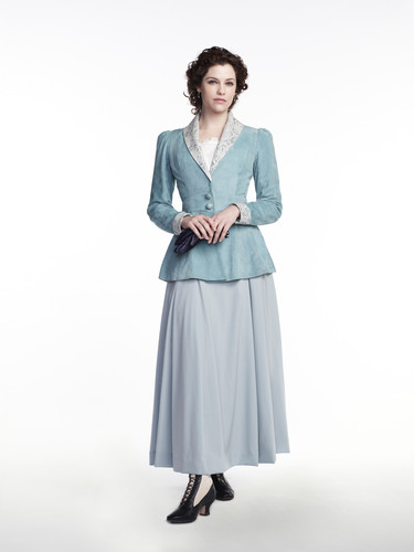 Dracula NBC fondo de pantalla probably containing a kirtle, saya and a nightgown called Jessica De Gouw as Mina Murray