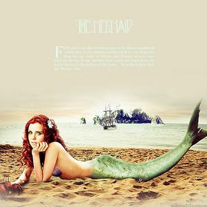 Joanna as Ariel on spiaggia