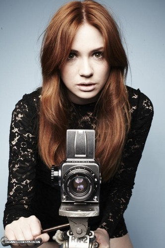 Amy Pond پیپر وال called Karen Gillan :)